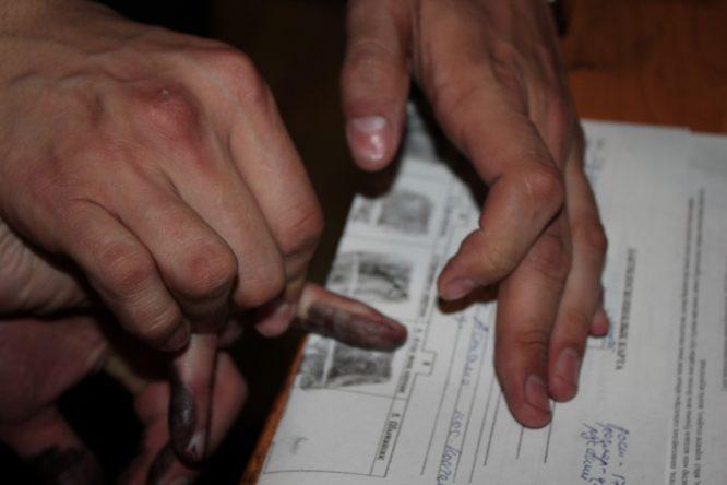 Снять отпечатки пальцев в Киеве.